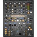 Behringer DDM4000 - cyfrowy mikser DJ-ski z samplerem